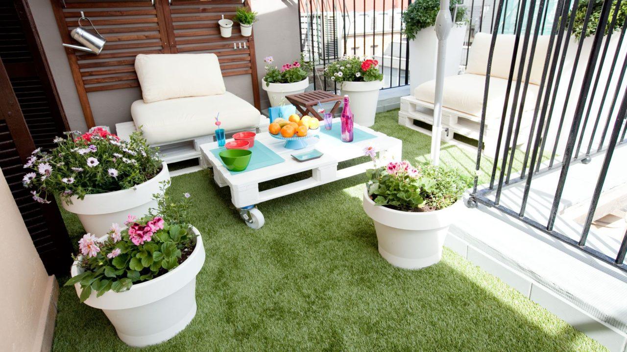 https://instaladoresdecesped.es/wp-content/uploads/2018/01/decorar-terraza-de-estilo-chill-out-con-cesped-artificial-1280x720.jpg