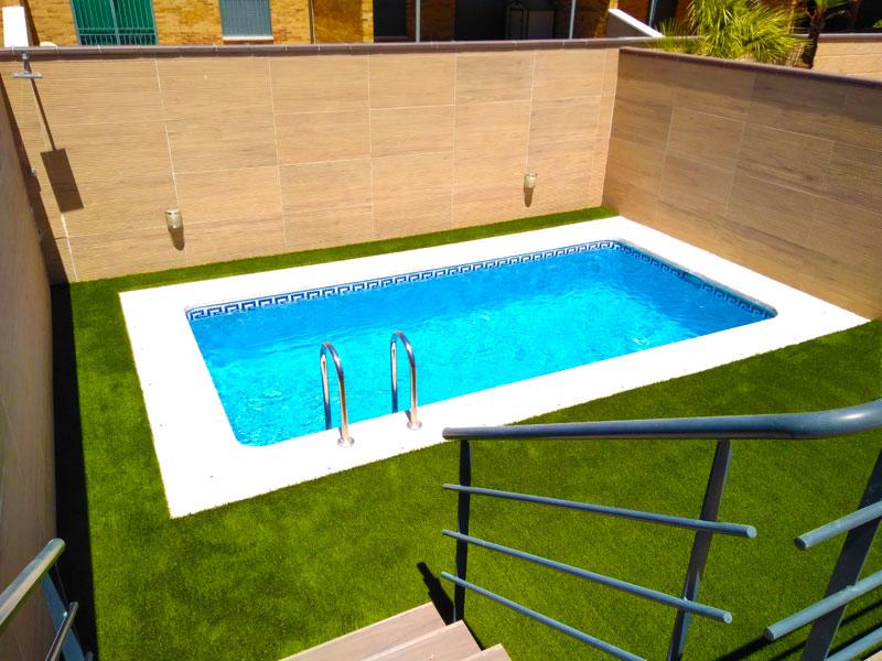 Césped artificial para piscina en Getafe, Madrid.