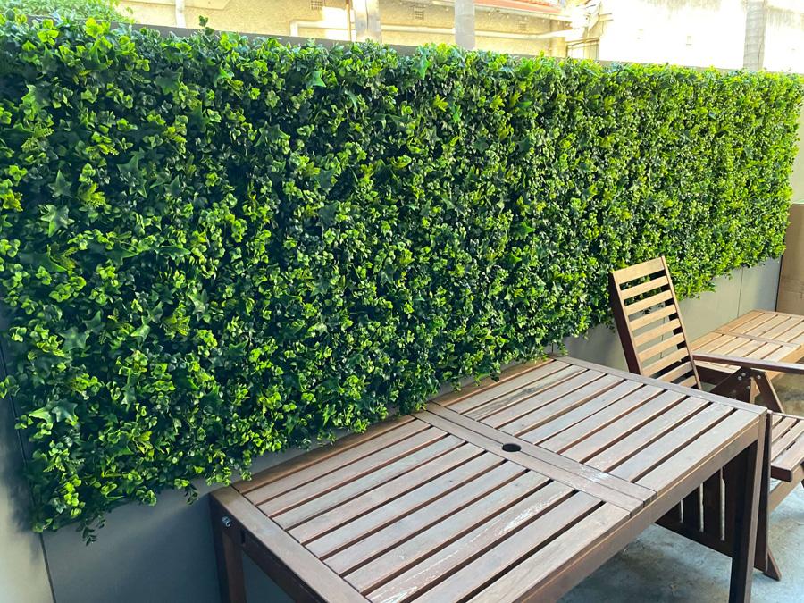https://instaladoresdecesped.es/wp-content/uploads/2021/03/instalacion-de-jardin-vertical-en-terraza.jpg